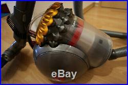 Dyson Big Ball Multifloor 2 beutelloser Staubsauger
