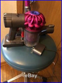 Dyson V6 Motor Head Cord-free SV04 Stick Vacuum Cleaner in Fuchsia GOOD