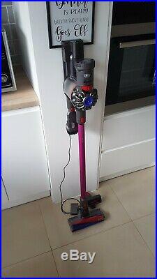 Dyson V7 Motorhead Cordless Vacuum Cleaner Full set with soft floor brush