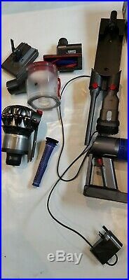 Dyson V8 Absolute Cordless Vacuum Cleaner. FREE POSTAGE
